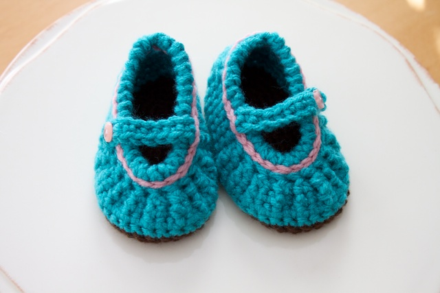 Free Crochet Pattern Baby Mary Jane Shoes : Simply Modern Mom Crochet Mary Jane Baby Shoes